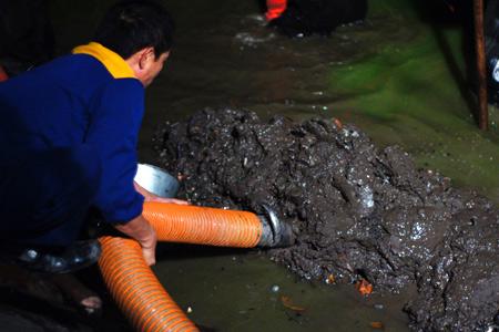 Giải quyết phân bùn bể phốt
