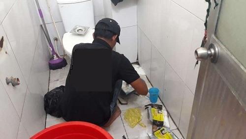 tắc cống nhà vệ sinh làm thế nào