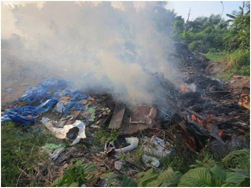 ô nhiễm không khí do đốt rác thải